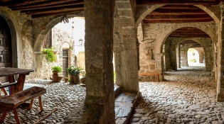 Free guided tour of the medieval village of Cornello