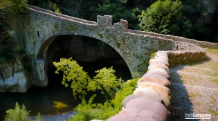 A leap into the past from the bridge at Ubiale