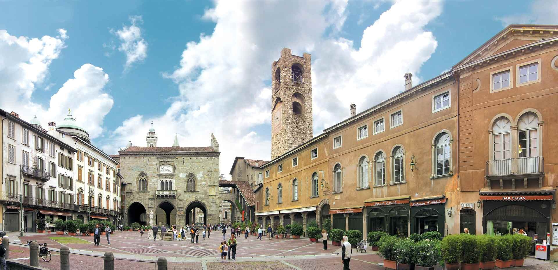 It s the heart of the upper town citt alta just close for Bergamo alta hotel